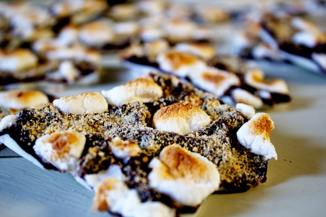 Black & White S'mores Bark via applestoziti.com