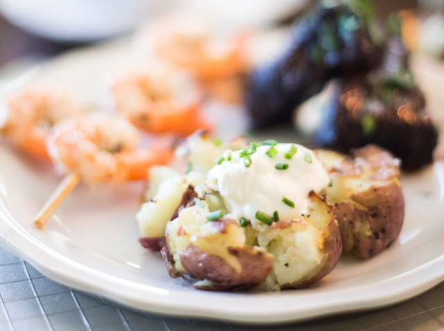 Smashed Red Potatoes with Sour Cream & Chives via applestoziti.com